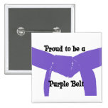 Orgulloso ser un botón púrpura de la correa pin