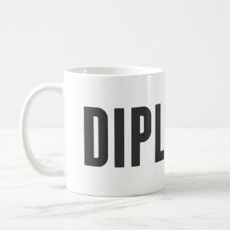 Orgulloso ser un diplomático taza básica blanca