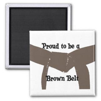 Orgulloso ser un imán de la correa de Brown