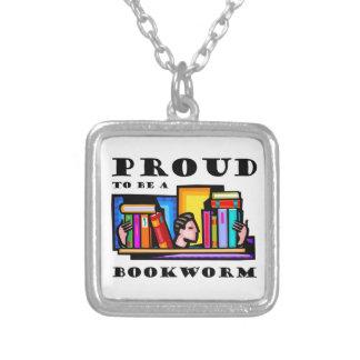 Orgulloso ser un ratón de biblioteca. Aficionado a Collar Plateado