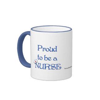 Orgulloso ser una enfermera/con el casquillo taza de café