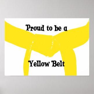 Orgulloso ser una impresión amarilla del poster de