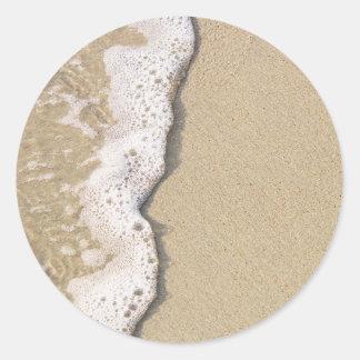 Orilla de la playa pegatina redonda