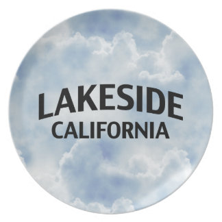 Orilla del lago California Platos