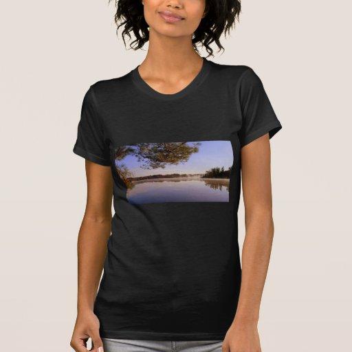Orilla del lago de la madrugada poleras