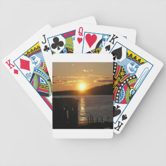 Orilla del lago de la puesta del sol baraja cartas de poker