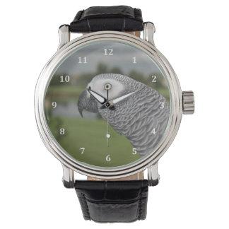 Orilla del lago del gris africano relojes de pulsera