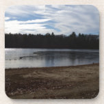 Orilla del lago en la caída posavaso