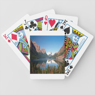 Orillas naturales de la orilla del lago de la natu barajas de cartas