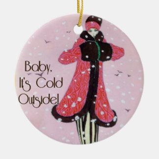 Ornamento 1913 de la escena de la moda del adorno navideño redondo de cerámica