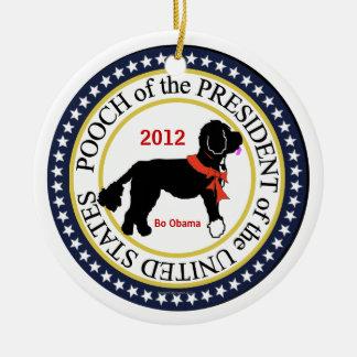 Ornamento 2012 del día de fiesta de BO Obama Adorno Navideño Redondo De Cerámica