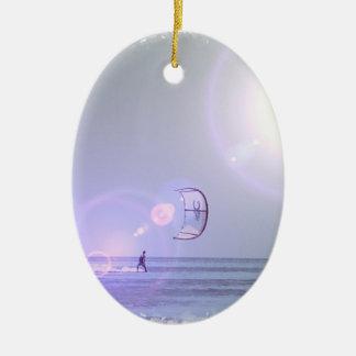 Ornamento a solas de Kiteboarder Adorno Navideño Ovalado De Cerámica