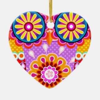 Ornamento abstracto colorido del búho adorno de cerámica en forma de corazón