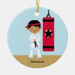 Ornamento adorable del muchacho del karate ornamento de navidad