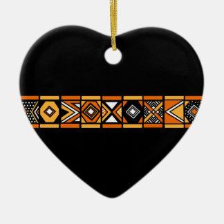Ornamento africano del modelo adorno navideño de cerámica en forma de corazón
