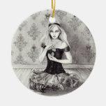 Ornamento Alicia de Alicia en el ornamento del Adorno Redondo De Cerámica