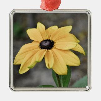 Ornamento amarillo de la flor adorno cuadrado plateado