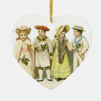 Ornamento antiguo del navidad de los niños del adorno navideño de cerámica en forma de corazón