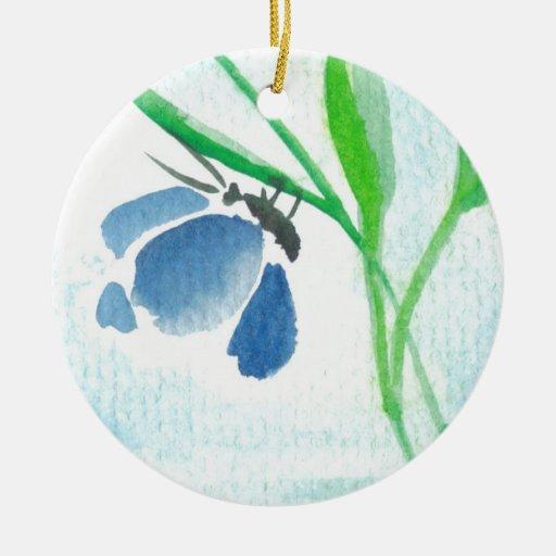 Ornamento azul de la mariposa adorno redondo de cerámica