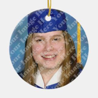 Ornamento azul del recuerdo de la graduación de la adorno navideño redondo de cerámica
