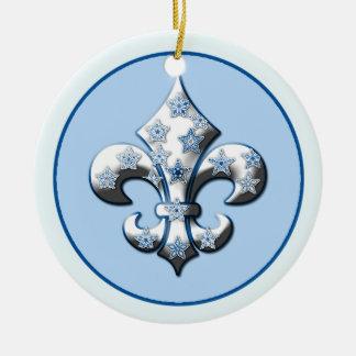 Ornamento azul y blanco de la flor de lis del copo adorno navideño redondo de cerámica
