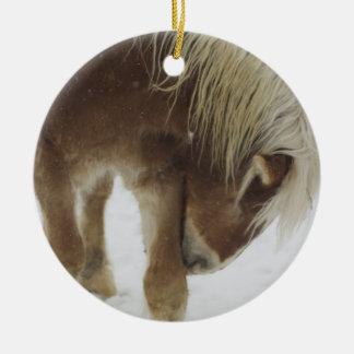 Ornamento belga del caballo adorno navideño redondo de cerámica
