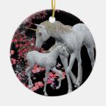 Ornamento blanco de la fantasía del unicornio y de adornos