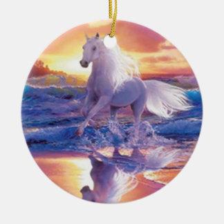 Ornamento blanco del semental ornamente de reyes