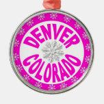 Ornamento blanco rosado del copo de nieve de adorno navideño redondo de metal
