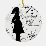 Ornamento blanco y negro del embarazo del copo de adorno navideño redondo de cerámica