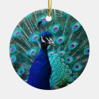 Ornamento bonito del pavo real adorno navideño redondo de cerámica