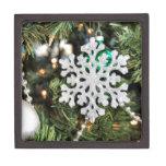 Ornamento brillante del copo de nieve en el árbol  cajas de joyas de calidad