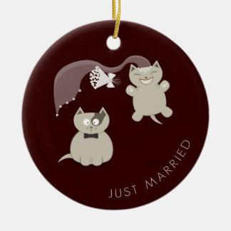 Ornamento casado divertido de los gatos apenas ornamentos de navidad