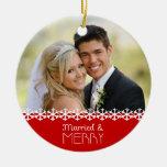 Ornamento casado y feliz del día de fiesta adorno para reyes