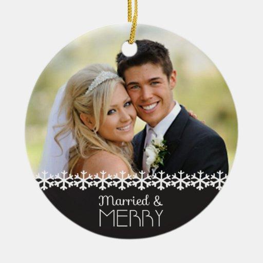 Ornamento casado y feliz del día de fiesta ornamente de reyes