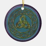 Ornamento céltico del nudo de la trinidad en el az ornamentos de navidad