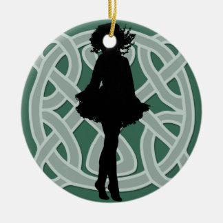 Ornamento céltico verde del bailarín ornato