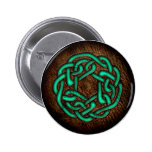 Ornamento céltico verde místico en el cuero pin