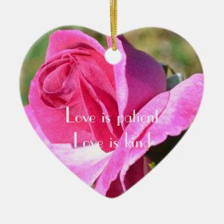Ornamento color de rosa rosado del corazón de adorno de navidad