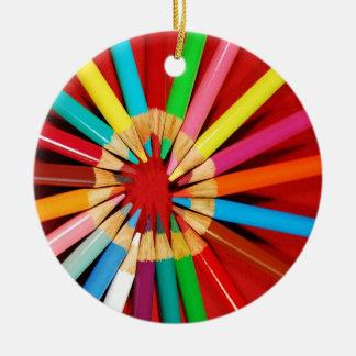 Ornamento colorido del navidad del creyón del adorno navideño redondo de cerámica