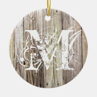 Ornamento con monograma de madera rústico del adorno navideño redondo de cerámica