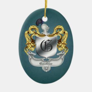 Ornamento con monograma del escudo del casco del adorno navideño ovalado de cerámica