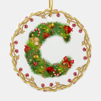 ornamento con monograma inicial del navidad de C - Adorno Navideño Redondo De Cerámica