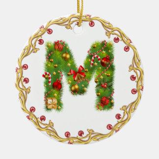 ornamento con monograma inicial del navidad de M - Adorno Navideño Redondo De Cerámica