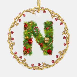 ornamento con monograma inicial del navidad de n - adorno navideño redondo de cerámica