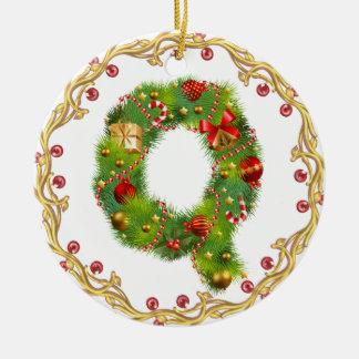 ornamento con monograma inicial del navidad de Q - Adorno Navideño Redondo De Cerámica