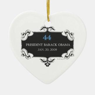 Ornamento conmemorativo del corazón de Obama 44 Adorno Navideño De Cerámica En Forma De Corazón