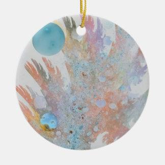 Ornamento coralino de la belleza adorno navideño redondo de cerámica