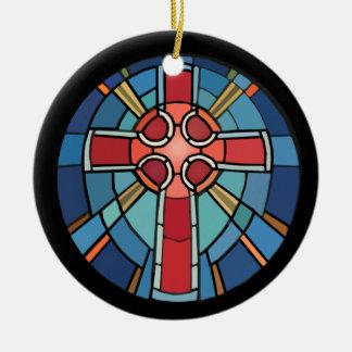 Ornamento cruzado cristiano de la mirada del adorno navideño redondo de cerámica