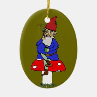 Ornamento de cerámica del gnomo normando adorno navideño ovalado de cerámica